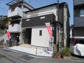 茨木市西田中町 新築戸建の外観