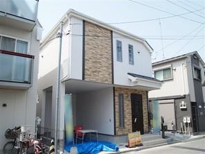足立区西新井本町の家の外観