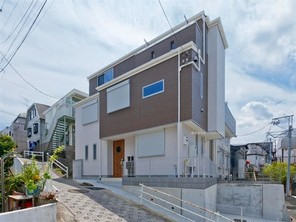 横浜市南区三春台の家の外観