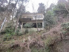 伊豆山とさわ分譲地 広い敷地に建つ高台の戸建の外観