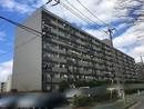 労住まきのハイツ1号棟の外観