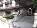 上本町ガーデンハイツの玄関