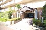 最上階東南角部屋 ヒューマンアイランド岩倉A棟のエントランス