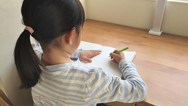 配置次第で集中力が劇的アップ!?「頭のいい子が育つ」学習机の置き方5つのポイント