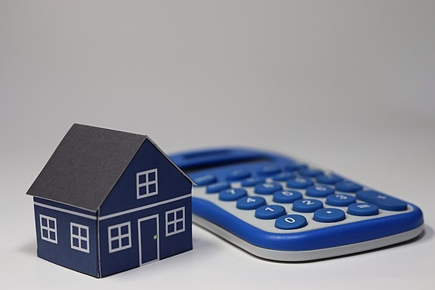 「屋根塗装」を安く抑えるコツとは?塗装の時期・種類・相場を解説