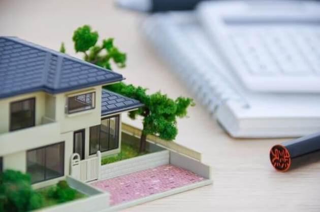 住宅ローン返済中に転勤決定!新築のマイホームは売るべき?貸すべき?
