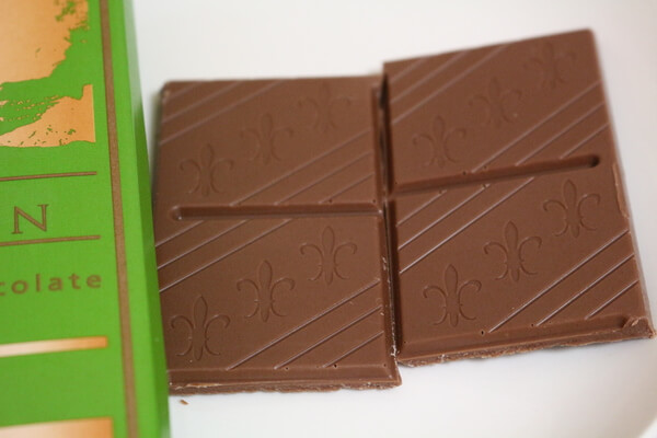 スイスセレクション ミルクチョコレート ジャンドゥーヤ