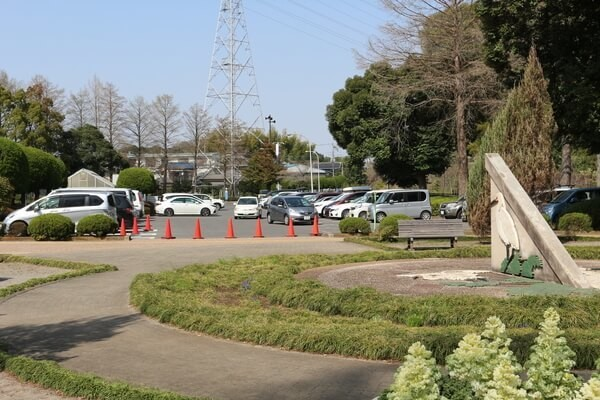 さぎ山記念公園の駐車場