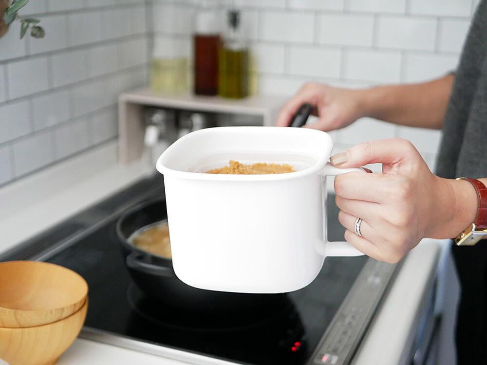 味噌750gをそのまま収納するなら「角型みそポット」がおすすめ!オーブン・直火OKもポイント高い | ヨムーノ