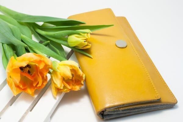 fd8d95fcd66f 貯まる人のお財布は、長財布が多いです。お財布は、お金の単なる入れ物ではなく、管理をする大切な場所。一度に見渡せるほうが管理がしやすく、整理も楽。