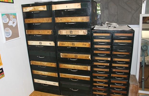 活版印刷所で職人さんが使っていたという棚