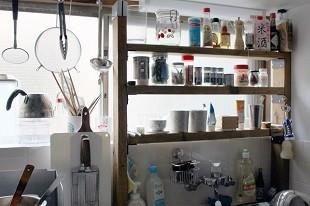 キッチン、加藤さんがDIYした棚