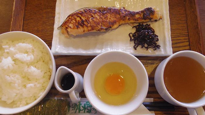 赤羽で朝食を食べるなら喫茶店「友路有」の焼き魚定食で決まり!