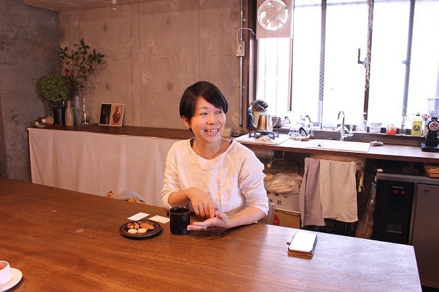 Roll LIFE model Vol.1|茅ヶ崎で小さな駄菓子屋を営む夫婦