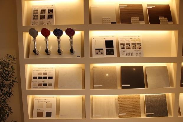 選べるキッチン、洗面台、リビングドア・バスルームの色味例