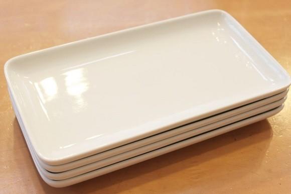 【無印良品の収納グッズ5】いろいろ使えて出番が多い!白磁角皿